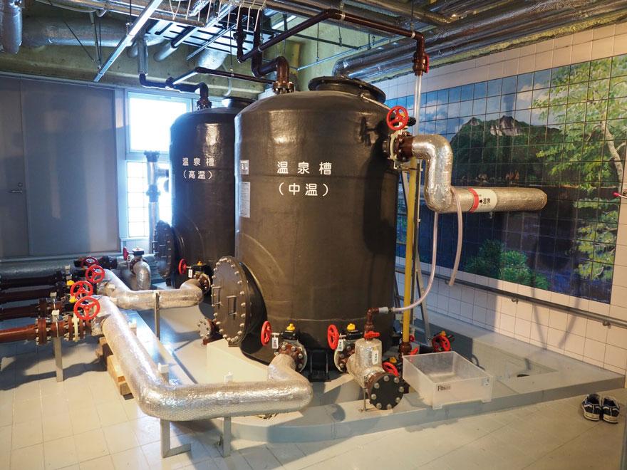 温泉水を貯めるタンク