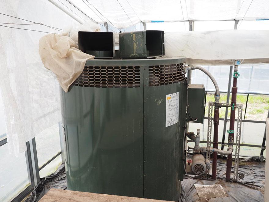 エネルギーセンターから送られてきた熱風は、この設備を通してハウス内に送り込まれます